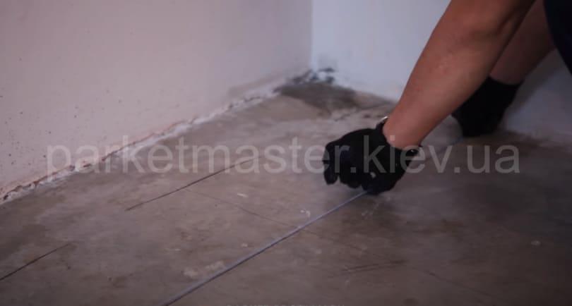 разметка бетонного основания под укладку фанеры