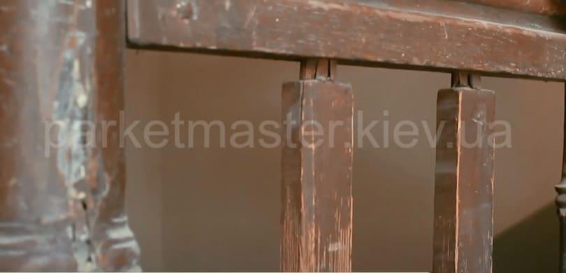 опорные элементы деревянной лестницы до реставрации