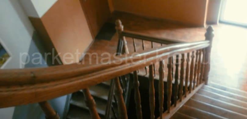 лестница деревянная после ремонтных работ