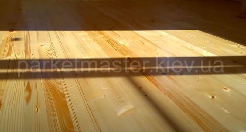 деревянный пол после покрытия грунтовочным лаком